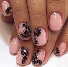 decorazione-unghie-brillantini-piccoli-singoli-fiori-neri-base-smalto-rosa-chiaro-brillante