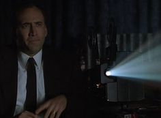 nic-cage-watches-a-film-in-8mm-gauge.jpg 561×412 píxeles