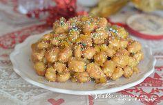 Struffoli ricetta dolce napoletana di Natale facile e veloce, una ricetta dolce di Natale della tradizione napoletana che non può mancare
