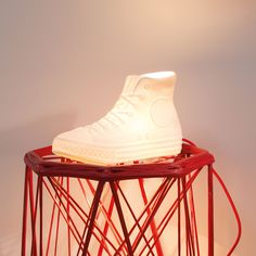 This hip 'NYC LUX' is a porcelain lamp in form of a Chucks-Sneaker - designed by Donkey Products from Hamburg/Germany - and part of their new lighting collection. This Chucks AllStar sneaker is one of the classics that should not be missing in any sneaker Nyc, Design3000, Ohh Deer, China Sets, Gadget Gifts, Red Fabric, Marie, Great Gifts, Porcelain