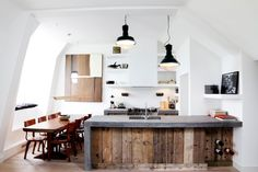 reclaimed wood kitchen island door green reclaim your home 14 solid reclaimed wood ideas for your abode brit co Reclaimed Wood Kitchen, Rustic Kitchen, Kitchen Dining, Wooden Kitchen, Homey Kitchen, Kitchen Decor, Timber Kitchen, Loft Kitchen, Functional Kitchen