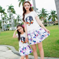 c69388c71 2017 Family fashion summer Clothes Mother And Daughter Set Print Skirt + T  Shirt matching mother
