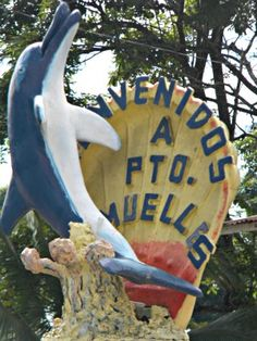 Welcome to Puerto Armuelles Panama.  This statue welcomes you to downtown Puerto Amuelles