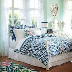 Ariana's new bedding, wall color