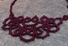Half moon dreaming tatting pattern http://www.kersti.com/2010/02/half-moon-dreaming/