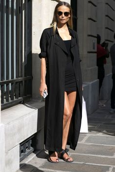 Photo via: The Front Row View Natasha Poly is the epitome of model-off-duty chic in this all-black look that we can't wait to copy before summer is over. To pull it off, you'll need tort sunglasses, a Natasha Poly, Fashion Week Paris, Street Style Summer, Street Style Looks, Modell Street-style, All Black Looks, All Black Outfit, Black Kimono Outfit, Mode Inspiration
