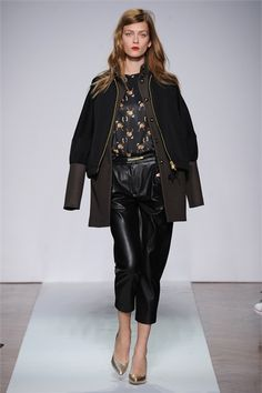 .normaluisa - Collections Fall Winter 2012-13 - Shows - Vogue.it  Look 18.