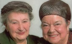 Minnie Caldwell and Ena Sharples. Minnie Caldwell reminded me of my nanny Merry and Ena Sharples my Aunt Mag happy memories ❤️ 1970s Childhood, My Childhood Memories, Sweet Memories, Uk History, Coronation Street, Vintage Tv, Classic Tv, Music Tv, My Memory