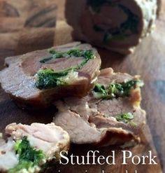 豚のオーブン焼き   豚肩ロースの塊肉に、玉ねぎ、ほうれん草、チーズを詰めた豪華なオーブン焼き。ボリュームたっぷりでジューシーな仕上がり!いろいろなフィリングで変化をつけてみてもいいですね。