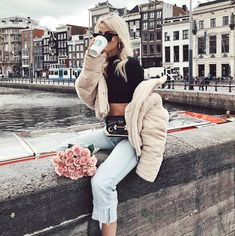 Image shared by Queen of Jet Lags. Find images and videos about girl, fashion and pretty on We Heart It - the app to get lost in what you love. Paris Outfits, Spring Outfits, Winter Outfits, Cool Outfits, Fashion Outfits, Girl Fashion, Amsterdam Outfit, Amsterdam Fashion, Amsterdam Street Style
