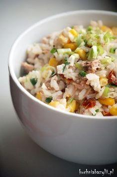 Jak wiadomo, co proste, to smaczne :) Dziś moim śniadanio-obiadem była kolorowa sałatka z tuńczykiem. Idealna do przygotowania dla niezapowiedzianych gości. Real Food Recipes, Diet Recipes, Cooking Recipes, Healthy Recipes, Appetizer Salads, Appetizers, Side Salad, Food Design, Tasty Dishes