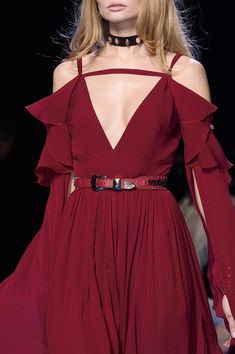 Elie Saab at Paris Fashion Week Fall 2016 - Details Runway Photos Haute Couture Style, Couture Mode, Couture Fashion, Runway Fashion, Fashion Details, Love Fashion, High Fashion, Fashion Show, Autumn Fashion