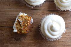 keto carrot cupcakes slice Low Carb Carrot Cake, Best Carrot Cake, Amazing Keto Food, Yummy Food, Carb Free Pancakes, Lemon Cheesecake Bars, Chicken Bacon Ranch Casserole, Keto Cinnamon Rolls, Keto Cake