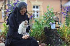 Orthodox Way of Life Orthodox Priest, Orthodox Christianity, Nuns Habits, Here Kitty Kitty, Orthodox Icons, Animals Of The World, Christian Faith, Religion, Spirituality