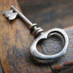 Heart key I love keys. I Love Heart, Key To My Heart, My Love, Happy Heart, Under Lock And Key, Key Lock, Antique Keys, Vintage Keys, Vintage Heart