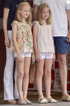 Letizia, Leonor et Sofia d'Espagne sont venues encourager le roi Felipe VI avant son dernier jour dans la 34e Copa del Rey à Palma de Majorque, visitant au passage le Club nautique royal et le voilier Aifos.                                                                                                                                                                                 Plus