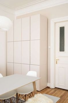 Ikea hack IVAR : inspirations et astcues déco - Clem Around The Corner Ivar Ikea Hack, Ikea Hack Storage, Small Apartments, Small Spaces, Ivar Regal, Diy Storage Space, Small Apartment Interior, Ikea Interior, Ikea Furniture