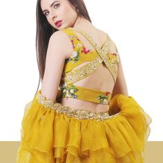 Unique criss-cross patterned back blouse design ! we've fetched more than 200 blouse designs that you'll go gaga over. Be it for a simple saree, bridesmaid lehenga or a bridal lehenga, these blouse designs are the perfect inspiration you need. Best Blouse Designs, Blouse Back Neck Designs, Sari Blouse Designs, Bridal Blouse Designs, Saree Jacket Designs, Blouse Patterns, Sari Design, Design Floral, Choli Designs