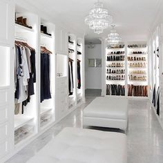 By the show of hands, who's done with their Christmas shopping? 🙋🏻♀️ Or 😩? I am so not done! I'll sit here and Dream of this closet…