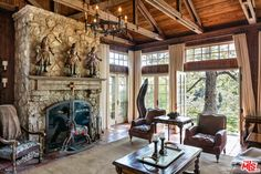 Mel Gibson's house is the ultimate country estate 28 Lovely Interior Modern Style Ideas You Should Already Own – Mel Gibson's house is the ultimate country estate Source Malibu Mansion, Stone Archway, Mel Gibson, European Home Decor, Country Estate, Traditional Decor, Home Look, Old Houses, Old World