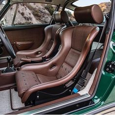 # Porsche 911 Everything that matters Sou Singer Porsche, Porsche Autos, Porsche Cars, American Classic Cars, Best Classic Cars, Golf Mk1, Auto Girls, Singer Vehicle Design, Classic Cars