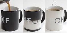 """On Off Mug: la tazza che cambia colore. Se nella tazza nera con scritto OFF si versa un tè o una bevanda calda, la tazza diventa bianca e il testo diventa ON. Utile per non scottarsi le dita . On Off Mug si può lavare in lavastoviglie ed è in vendita su """"Charles & Marie"""""""