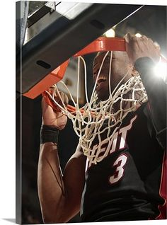 Dwyane Wade doing rim pull ups! #Exercise #Flash #D-Wade