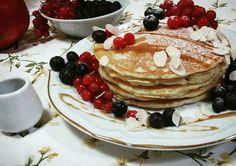 Pancakes mirtilli - ribes rosso - mandorle - miele