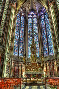 Vitrais das janelas da Catedral de Nossa Senhora de Amiens, departamento de Somme, regiao da Picardia no norte da Franca. Fotografia: Andrew Littlewood & Karl … no Flickr.