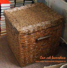 Плетеный короб для хранения вещей с крышкой и ручками из старых газет
