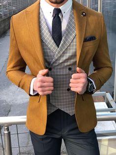 Collection: Spring – Summer 19 Product: Slim-Fit Cutton Suit Vest Color Code: Camel Available Size: Suit Material: cotton, linen Machine Washable: No Fitting: Slim-Fit Cutting: Double Slit, Single Button Package Include: Suit Clothes Coat, Vest & Pants Stylish Mens Fashion, Mens Fashion Suits, Mens Suits, Cool Outfits For Men, Suit Combinations, Slim Fit Suits, Suit Vest, Vest Men, Outfits