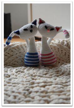 Crochetra Vi springer et øjeblik lige ud af julestemningen og kaster os i stedet over disse smukke katte, som vil være en skøn julegave Tak til Crochetra for at få lov til at oversætte opskriften og tak til Laila B. Thomsen, der fandt den [important] Klik her og besøg designeren [/important] [warning]Hækler du efter denne opskrift?[/warning] … Læs mere »