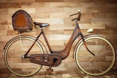Picnic Bike, covert with veg tooled leather painting has a wood-like finish inspired in old Spanish trunks brought to Mexico in the sixteenth century. Handmade by the mexican brothers Victor  Magnum Santillán  magsant.com #handmade #oldbike #craftmen #magsant #leatherbike #organicwool #picnicbike #oldleathertrunk
