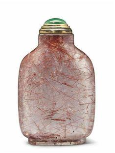 A Hair crystal snuff bottle, 1730-1880  Beautés du Monde