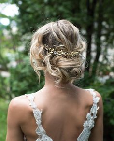 This beautiful gold tone hair vine, flower crown or hair wrap is a lovely finishing touch for the boho chic bride. Gold tone metal flowers and leaves with clear crystals set on a bendable wire so this piece can be worn in many ways. Measures 8.75 long with 3/4 wire and loop on each end for bobby pins or ribbon ties. 3 gold metal flowers measuring 11/16 diameter. HOW TO WEAR: - in the back (secure with bobby pins, not included) - as a headband with removable ribbon ties (indicate ribbon…