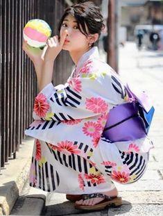 Kimono Japan, Yukata Kimono, Japanese Kimono, Japanese Girl, Geisha, Eastern Dresses, Oriental Dress, Japanese Outfits, Kawaii Girl