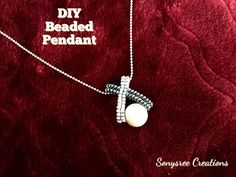 Herringbone Stitch and Pearl Beaded Pendant Tutorial Diy Jewelry To Sell, Old Jewelry, Bead Jewellery, Jewelry Making Tutorials, Pendant Jewelry, Craft Jewelry, Mrs Necklace, Beaded Jewelry Patterns, Diy Schmuck