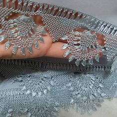 Fotoğraf açıklaması yok. Bargello, Needle Lace, Scarf Styles, Crochet Lace, Diy And Crafts, Embroidery, Jewelry, Lace, Crocheting