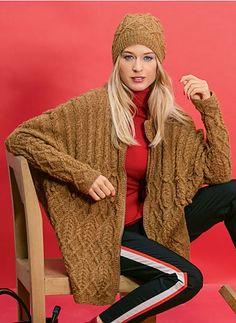 Die Weite dieser Jacke im Oversized-Look ist für alle Größen gleich. Die Ärmel sind den jeweiligen Größen angepasst.