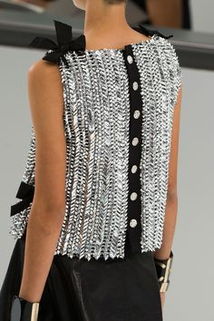 Chanel at Paris Fashion Week Spring 2016 - Chanel Clothes - Trending Chanel Clothes - Chanel Spring 2016 Style Couture, Couture Fashion, Runway Fashion, Womens Fashion, Paris Fashion, Coco Chanel Fashion, Fashion Details, Look Fashion, High Fashion
