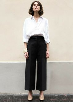Wide pants: High Waisted, Flat Front Pants w/Wide, Cropped Leg. Pants Outfits, Outfits Con Camisa, Wide Pants Outfit, Cropped Trousers Outfit, Culotte Pants, Fashion Basics, Work Fashion, Fashion Looks, Fashion Outfits