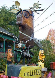 Sculpture by Patrick Amiot and Brigitte Laurent: Legend of Kootney Joe. Sculpture Art, Sculptures, Junk Art, Sonoma County, Backyard Ideas, Garden Furniture, Garden Art, Metal Art, Les Oeuvres