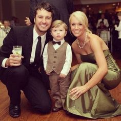 okay luke bryan is married and this is his family wut they're so cute