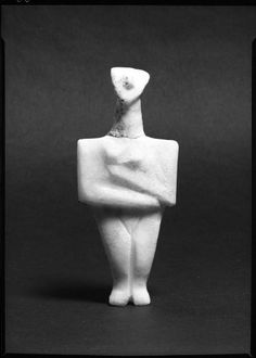 Figurine of a Woman, Cyclades, 2500-2000 BC, Harvard Art Museums/Arthur M. Sackler Museum.