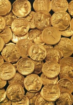 A treasure of 51 Macedonian gold coins (and a necklace) hidden inside a cavity in the rock in Ancient Corinth. The coins of Philipp II come from Pella. Objets Antiques, Gold Aesthetic, Apollo Aesthetic, Hades Aesthetic, Jason Grace, American Gods, Alexander The Great, Greek Gods, Ancient Greece