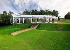 """Балансирующий Амбар – #Великобритания #Англия (#GB_ENG) Если вдруг отправитесь в путешествие по английскому Саффолку, обязательно загляните в оригинальный """"деревенский"""" отель Balancing Barn, спроектированный голландскими архитекторами. http://ru.esosedi.org/GB/ENG/1000118815/balansiruyuschiy_ambar/"""