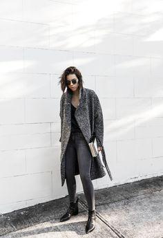 How To Build A Minimal Winter Wardrobe Womens Fashion Casual Summer, Black Women Fashion, Womens Fashion For Work, Skinny Flare Jeans, Fashion Mode, Fashion Edgy, Street Fashion, Winter Wardrobe, Street Styles