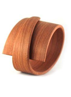 art piece ring - via @Kenny Milano #idemtikosay un accesorio muy extravagante que es muy chic!