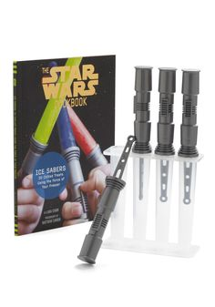 {light saber popsicles} Dad a Star Wars fanatic? Hook him and the kids up. #FathersDayGift *Love this, ha.