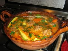 Caldo de albondigas, so yummy :-) Real Mexican Food, Mexican Cooking, Mexican Food Recipes, Great Recipes, Soup Recipes, Cooking Recipes, Favorite Recipes, Healthy Recipes, Ethnic Recipes